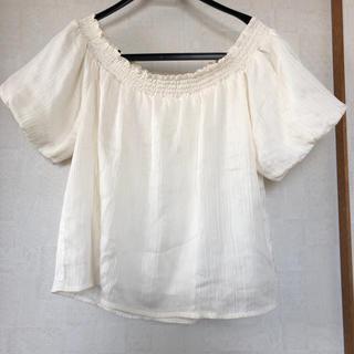 イング(INGNI)のオフホワイトシャツ(Tシャツ/カットソー(半袖/袖なし))