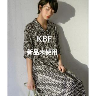 KBF - 【KBF】WEB限定 オープンカラーワンピース