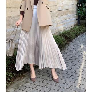 ノーブル(Noble)の(新品未使用)CACHEC サテンイレヘムプリーツスカート(ロングスカート)