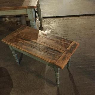 ヨーロッパ アンティーク ベンチ兼小テーブルです(ローテーブル)