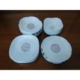 ヤマザキセイパン(山崎製パン)のヤマザキパン祭り 白いお皿 4種類・各6枚 計24枚 (新品・未使用)(食器)
