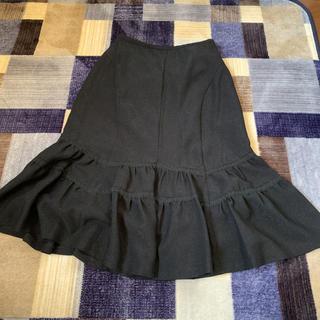 新品タグ付きスカート(ひざ丈スカート)