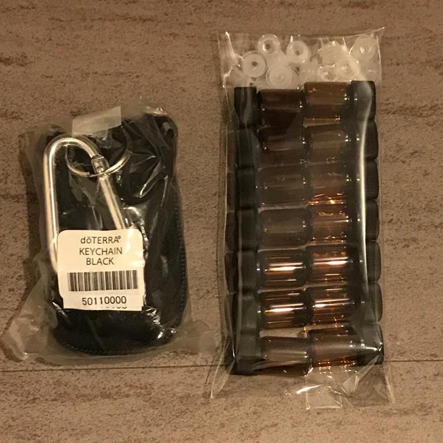 【新品】ドテラ 収納ポーチ(遮光瓶8本)+遮光瓶14本セット  コスメ/美容のリラクゼーション(アロマグッズ)の商品写真