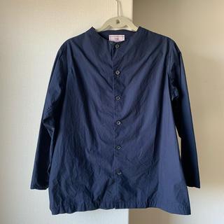 ネストローブ(nest Robe)の美品!THE FACTORY ネイビー コットンシャツ(シャツ/ブラウス(長袖/七分))