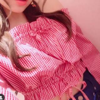 リトルサニーバイト(little sunny bite)のcheckred off shoulder short top(シャツ/ブラウス(長袖/七分))
