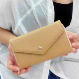 【ベージュ】イヤフォンが閉じたまま使える スマートフォン対応 財布(財布)