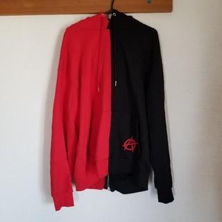 フーガ(FUGA)のFUGA ATTI 赤×黒パーカー(パーカー)