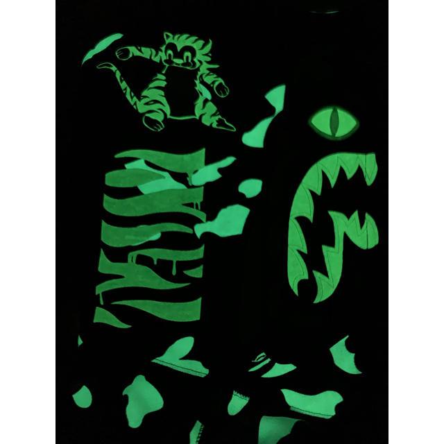 A BATHING APE(アベイシングエイプ)の★激レア★APE 蓄光 タイガー パーカー M kaws シャーク メンズのトップス(パーカー)の商品写真