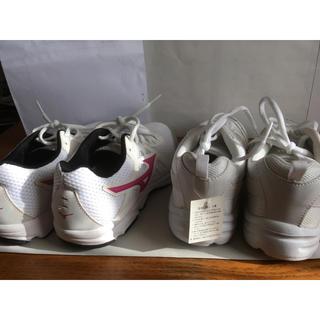 MIZUNO - ミズノ 運動靴、運動靴白