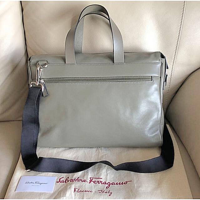 Salvatore Ferragamo(サルヴァトーレフェラガモ)のフェラガモ 2way ショルダーバック ビジネスバック(袋付) メンズのバッグ(ショルダーバッグ)の商品写真