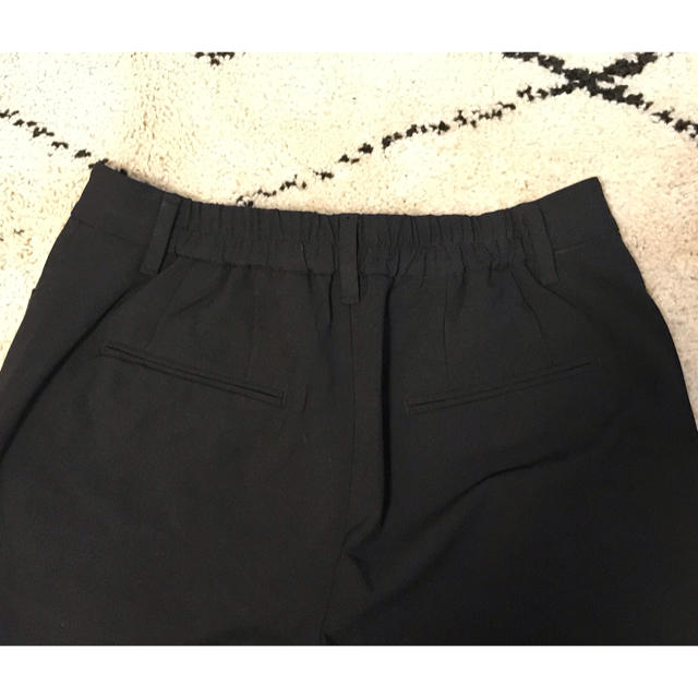 PLST(プラステ)の【新品 未使用】PLST キープコンフォート スティックパンツ ブラック レディースのパンツ(クロップドパンツ)の商品写真