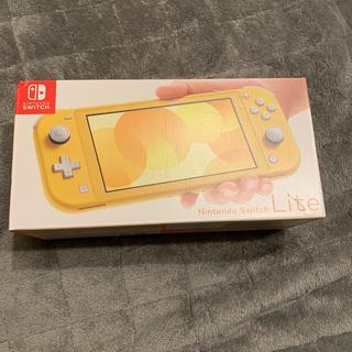 ニンテンドースイッチ(Nintendo Switch)の即日発送 新品未使用 任天堂 Switch Lite イエロー 箱に傷あり(家庭用ゲーム機本体)