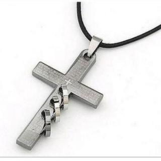 【十字架ネックレス】三連リング 装備すると強そう(ネックレス)