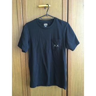 UNIQLO - UNIQLO(ユニクロ) × kaws(カウズ) コラボTシャツ