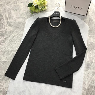 FOXEY - 美品 フォクシー FOXEY 小顔効果 Vライン トップス セーター 40