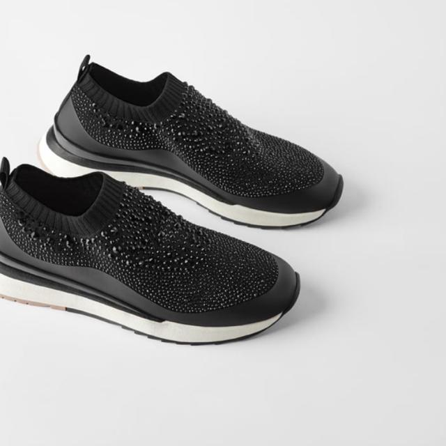 ZARA(ザラ)のZARA ビジュー付きファブリックアッパー レディースの靴/シューズ(スニーカー)の商品写真
