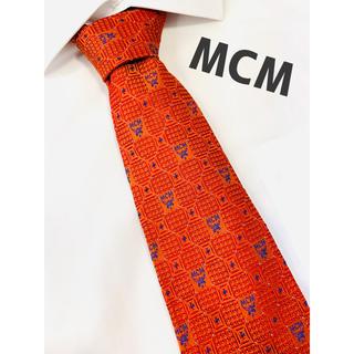 エムシーエム(MCM)の【1039】MCM ネクタイ レッド系 未使用に近い 極美品 エムシーエム(ネクタイ)