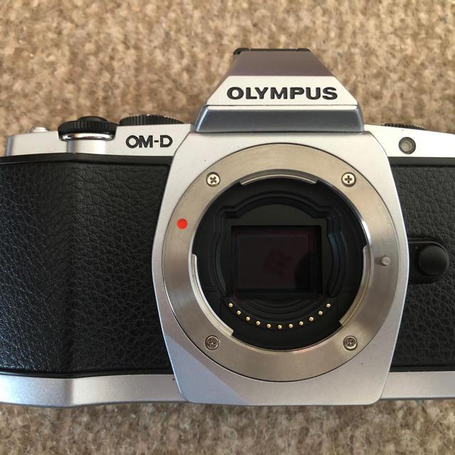OLYMPUS(オリンパス)のOLYMPUS OM-D5 シルバーボディ(レンズなし) スマホ/家電/カメラのカメラ(デジタル一眼)の商品写真