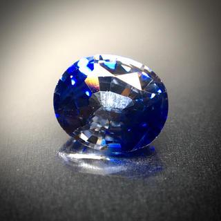 深いロイヤルブルーと氷のような透明感 0.55ct 希少石 バイカラーサファイア