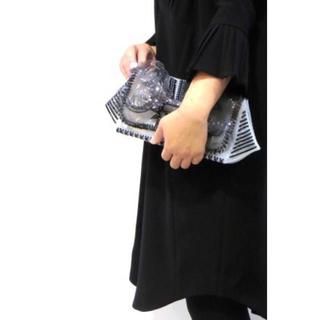 マメ(mame)の【美品・レア・完売品】mame マメ クラッチ PVC ビニール バッグ (クラッチバッグ)
