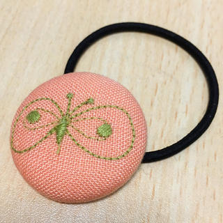 mina perhonen - ミナペルホネン ヘアゴム くるみボタン choucho ピンク