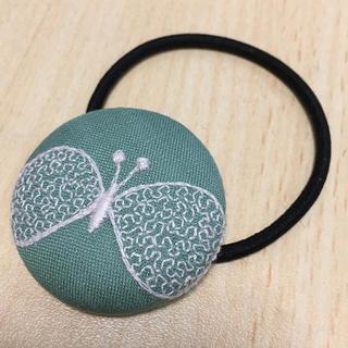 mina perhonen - ミナペルホネン ヘアゴム くるみボタン choucho グリーン