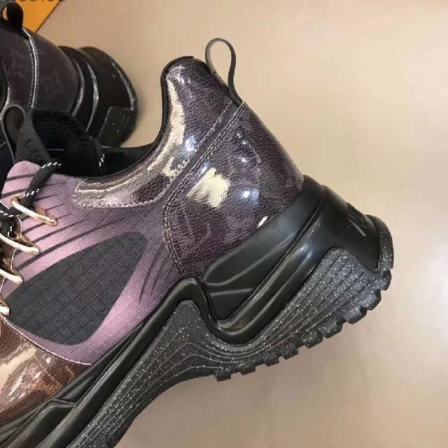 LOUIS VUITTON(ルイヴィトン)のスニーカー 新作 メンズの靴/シューズ(スニーカー)の商品写真