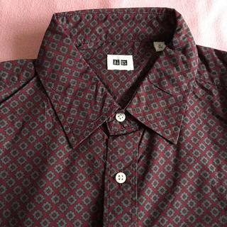 ユニクロ(UNIQLO)のユニクロ メンズ長袖プリントシャツ エンジ(シャツ)