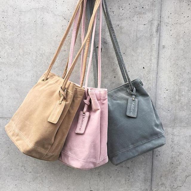 Kastane(カスタネ)のスウェードショルダーバッグ レディースのバッグ(ショルダーバッグ)の商品写真