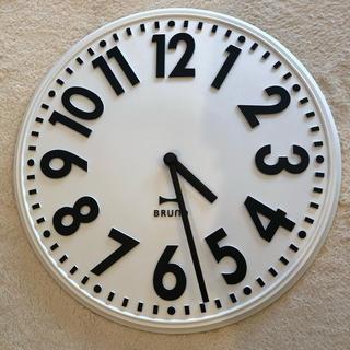 イデアインターナショナル(I.D.E.A international)のBRUNO エンボスウォールクロック 中古(掛時計/柱時計)