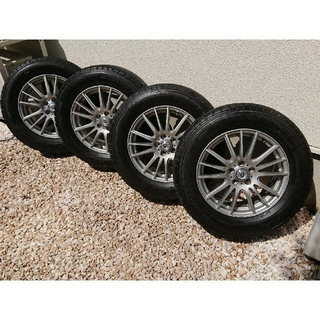 グッドイヤー(Goodyear)のスタッドレス 215/65R16 98Q アルミホイール 4本セット (タイヤ・ホイールセット)