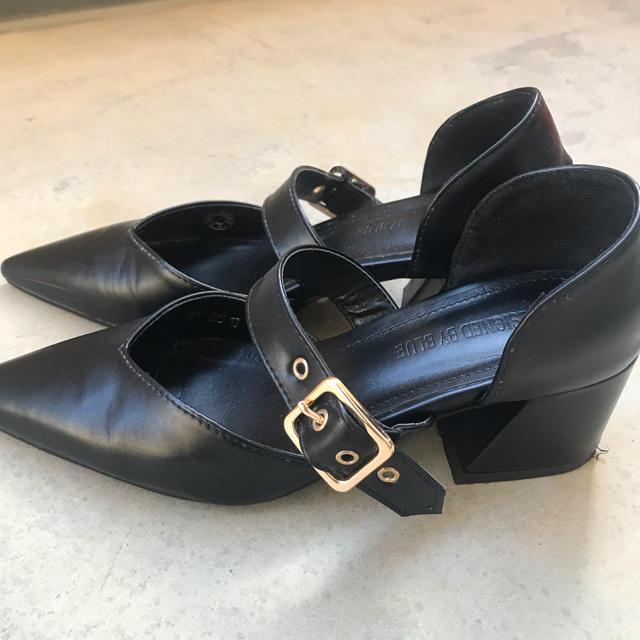 dholic(ディーホリック)のdholic ブラックベルトシューズ レディースの靴/シューズ(ハイヒール/パンプス)の商品写真