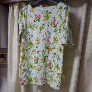 UNIQLO - ユニクロ★花模様Tシャツ☆Sサイズ