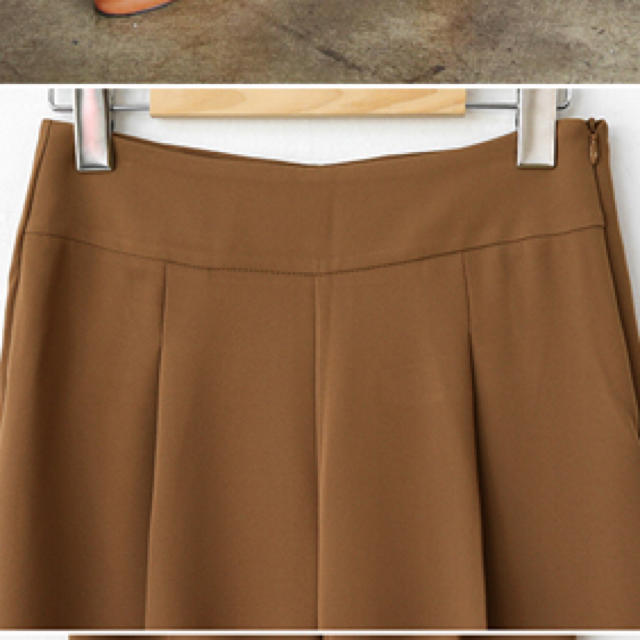 dholic(ディーホリック)のdholic タック入りスラックスパンツ ベージュ レディースのパンツ(カジュアルパンツ)の商品写真