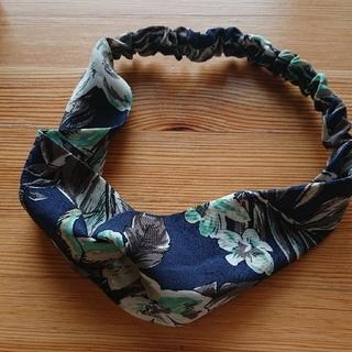 カチューシャ 黒とスカーフ柄2つセット(カチューシャ)
