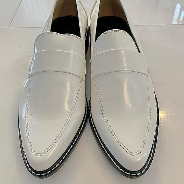 moussy(マウジー)のMOUSSY 白ローファー レディースの靴/シューズ(ローファー/革靴)の商品写真