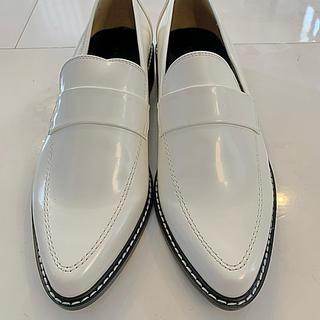 マウジー(moussy)のMOUSSY 白ローファー(ローファー/革靴)
