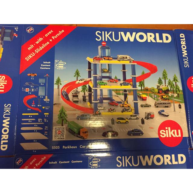 BorneLund(ボーネルンド)のSIKU World パーキングタワー キッズ/ベビー/マタニティのおもちゃ(電車のおもちゃ/車)の商品写真