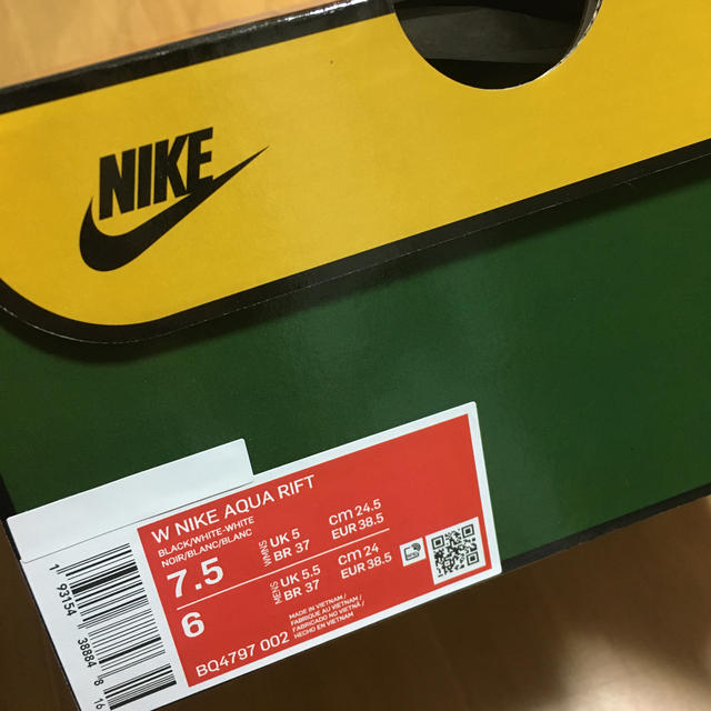 NIKE(ナイキ)のNIKE ナイキ アクアリフト ブラック us7.5 24.5 足袋スニーカー レディースの靴/シューズ(スニーカー)の商品写真