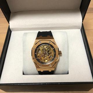 ゴールドの裏スケ自動巻腕時計