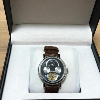 変わった文字盤の裏スケ自動巻腕時計