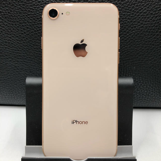 Apple(アップル)の土日祝さん専用 8 64GB GOLD SIMロック解除 Apple 美品 スマホ/家電/カメラのスマートフォン/携帯電話(スマートフォン本体)の商品写真