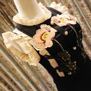 GRACE CONTINENTAL - フリルとお花の刺繍❀高級感溢れる❀膝丈ワンピース Sサイズ