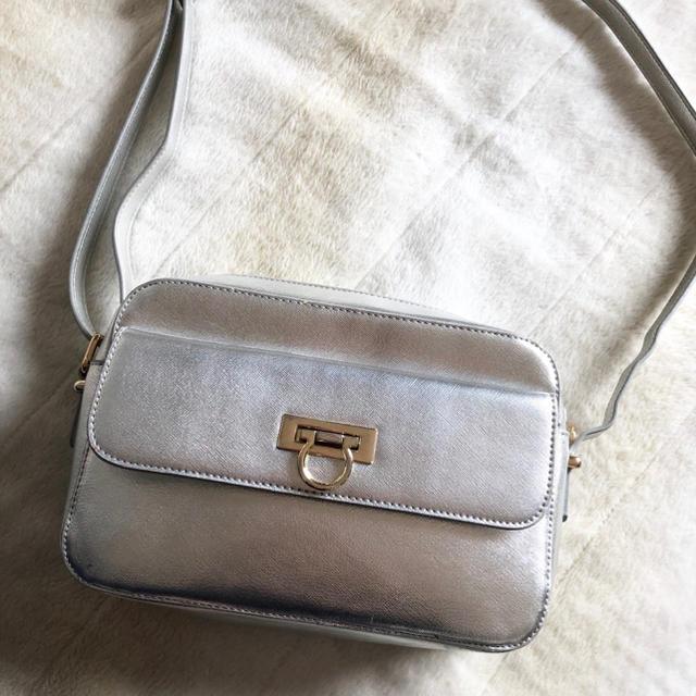 Lily Brown(リリーブラウン)のショルダーバッグ シルバー レディースのバッグ(ショルダーバッグ)の商品写真