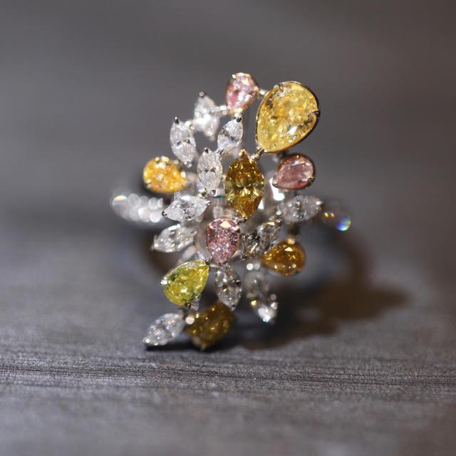 特価新品色ダイヤモンド合わせの豪華リングネックレス両用 レディースのアクセサリー(リング(指輪))の商品写真