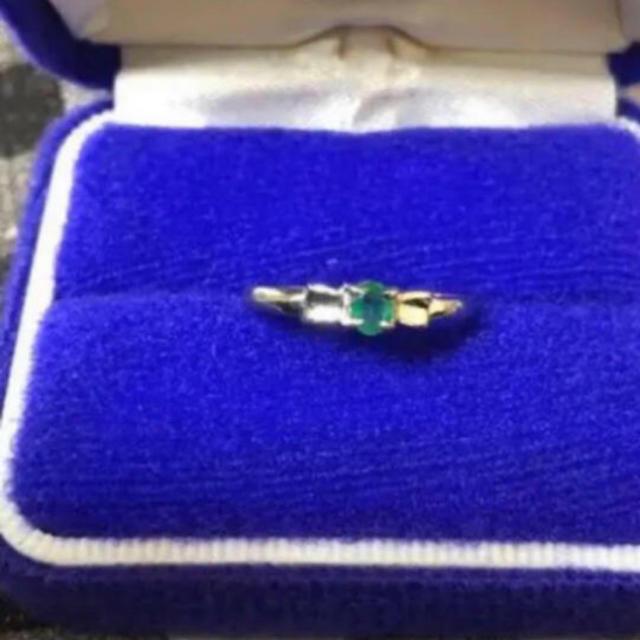 プラチナリング リボン エメラルド レディースのアクセサリー(リング(指輪))の商品写真