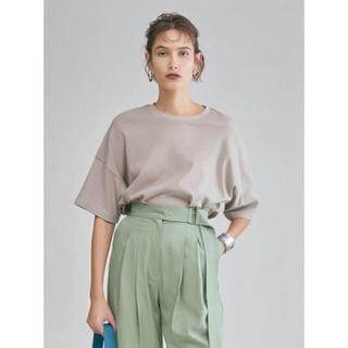 Mila Owen - ミラオーウェン  バックロゴプリントTシャツ