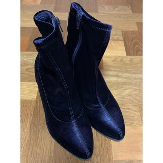 ジーユー(GU)の美品✨紫のベロア ショートブーツ Sサイズ(22〜22.5)(ブーツ)