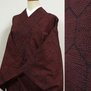 黒と赤の織りに亀甲柄 紬(着物)