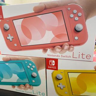 ニンテンドースイッチ(Nintendo Switch)の☆SALE☆ ニンテンドースイッチ ライト ×3台 どう森ソフト×3(家庭用ゲーム機本体)